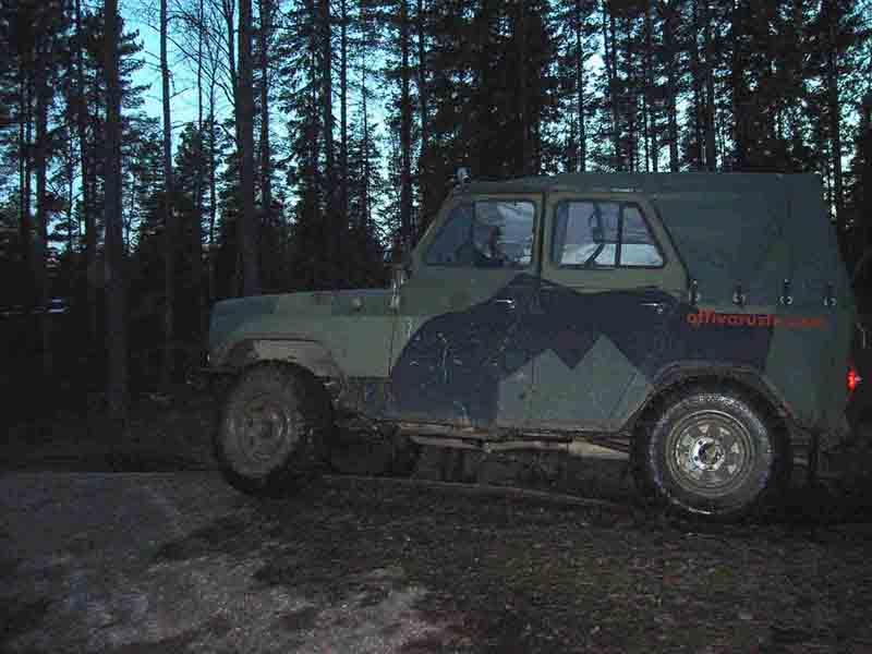 UAZ metsässä